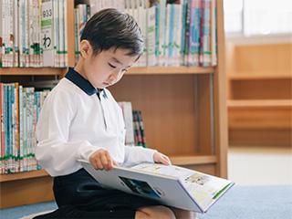 幼稚園で読んでもらって好きだった本、自分で読めるようになった。