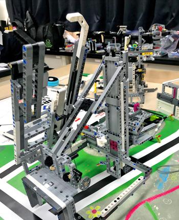 生徒が制作したロボット