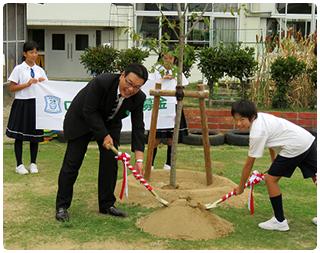 全国の学校でも記念植樹が行われています。