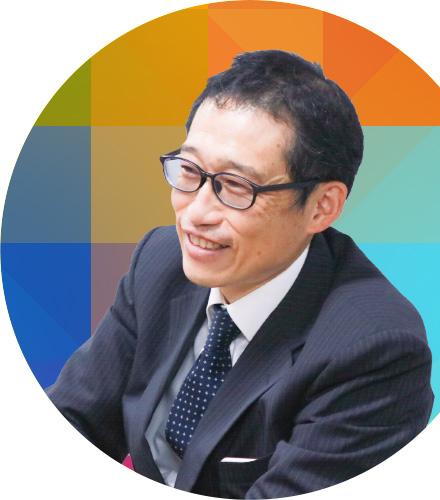 インタビューに答える飯島先生