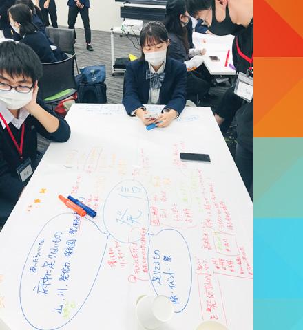 企画を考案する生徒たち