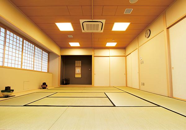 15畳の礼法室は主に茶道部が使用しています。保護者のカルチャー教室でも使用されます。