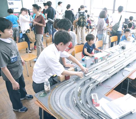 高学祭(文化祭)の旅行・鉄道研究部の展示