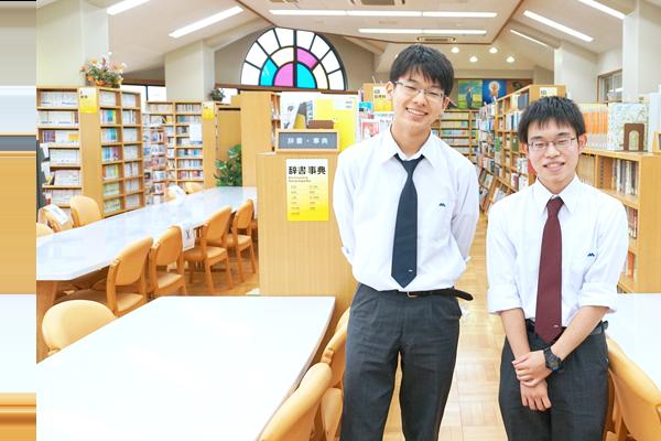 受験生にメッセージを送る山口さんと岡崎さん