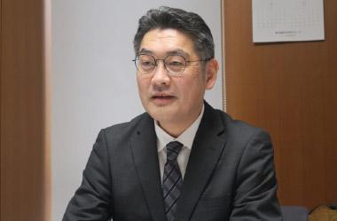主幹教諭の松尾浩二先生