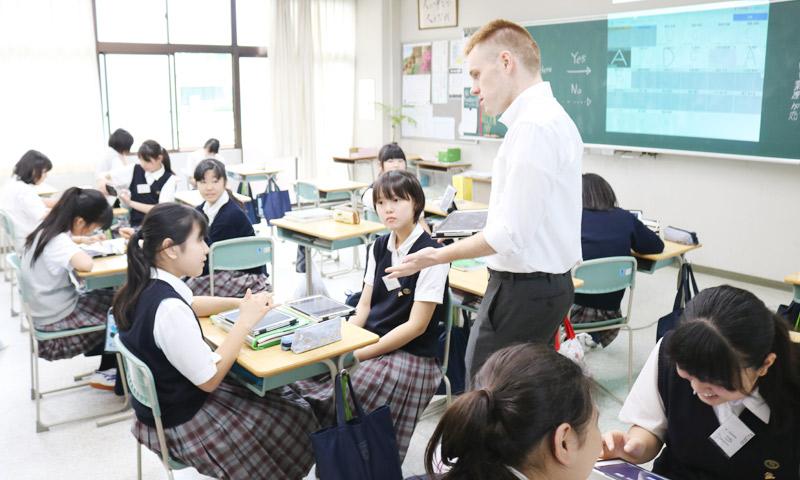 東京女子学園中学校・高等学校の授業のようす01