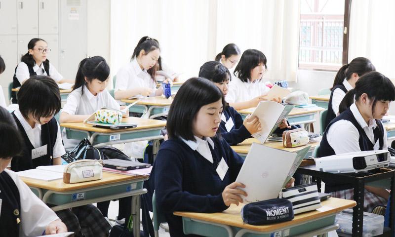 東京女子学園中学校・高等学校の授業のようす02