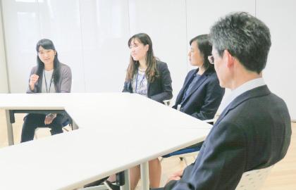 卒業生×教頭インタビュー