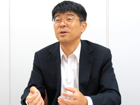 探究プログラムを担当する物部昌太郎先生