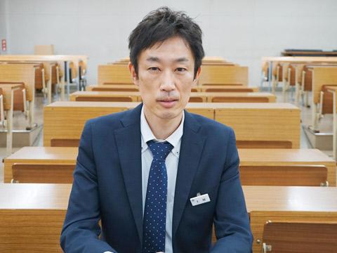 主幹・英語科教諭の土屋道明先生