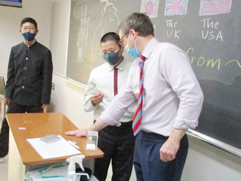 ネイティブ教員が主導する中1英語授業の様子