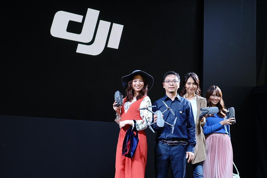 DJI、小型折りたたみドローン「Mavic Pro」を発表