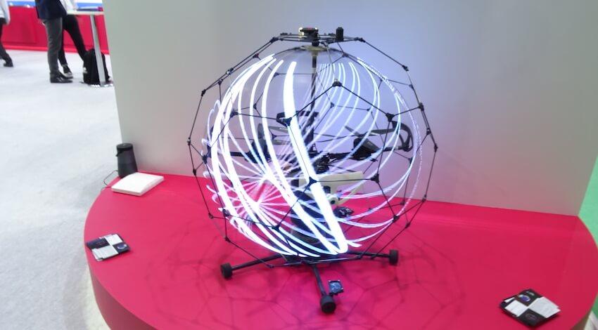高解像度版浮遊球体ドローンディスプレイ
