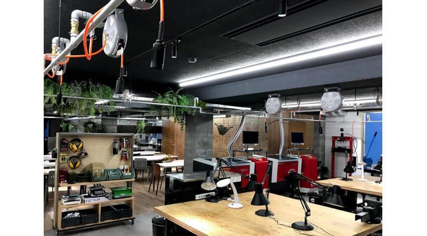 NSGグループとDMM.com、IoT活用やロボティクス演習を行う施設「KAISHI LAB」をオープン