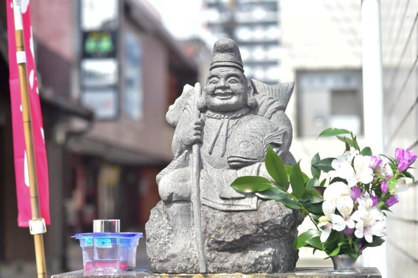 街頭巷尾都有惠比須像!佐賀地區信仰惠比須超虔誠,神像密度全日本第一