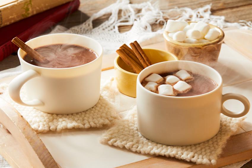 冬天來一杯熱牛奶吧?日本最夯DIY,紅豆、抹茶、巧克力牛奶,買好材料以後只要5秒即可完成的創意牛奶!睡前一杯超好睡!