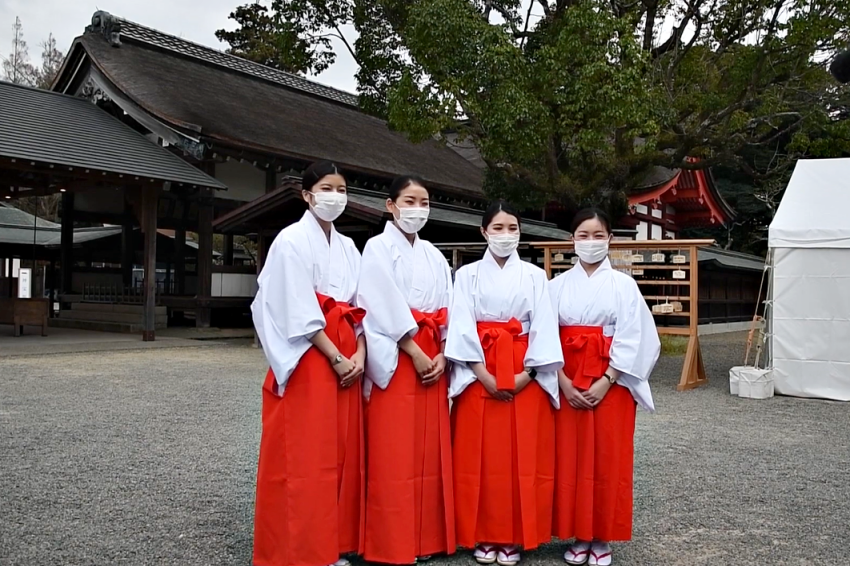 疫情影響航班減,日航空姐新年期間兼職神社巫女!