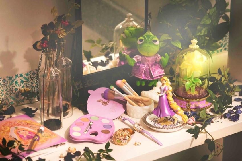 《魔髮奇緣》上映十周年!日本迪士尼商店推出多款紀念商品!粉紫配色夢幻刷具、紀念腕表、化妝包!美到剁手!