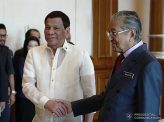 フィリピンにマハティール警告