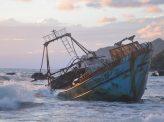 中国船、比漁船沈没させ逃走