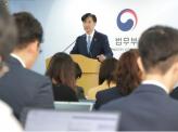 韓国文政権、曺国辞任で窮地