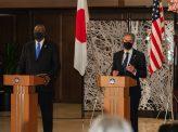 米閣僚たちの青い拉致バッジ