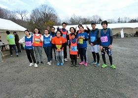 12名4チームでマラソン大会に参加