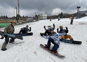 インドネシア技能実習生5名、雪山に大感激