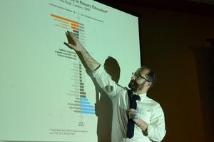 研究会「ニュースメディアとグラフィックス」アラン・スミス フィナンシャル・タイムズ データ可視化担当エディター 写真 4