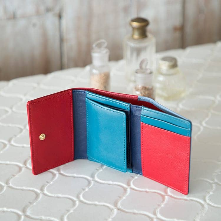 JOGGO LIMITED COLOR 2020  幸せの青、いつもあなたの手の中に。1・2月期間限定レザー『ジェイブルー』 レディース三つ折り財布