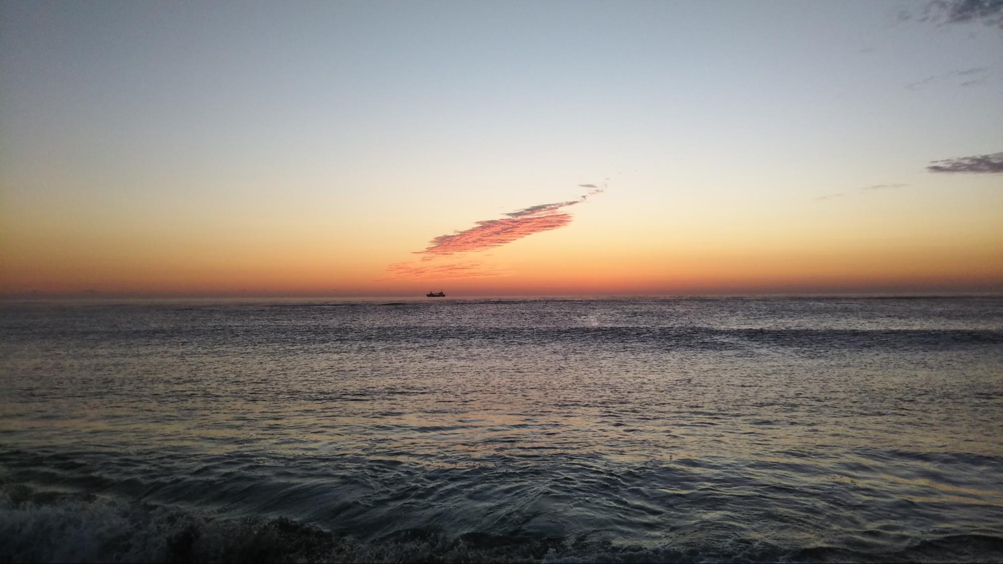 朝まずめの海岸