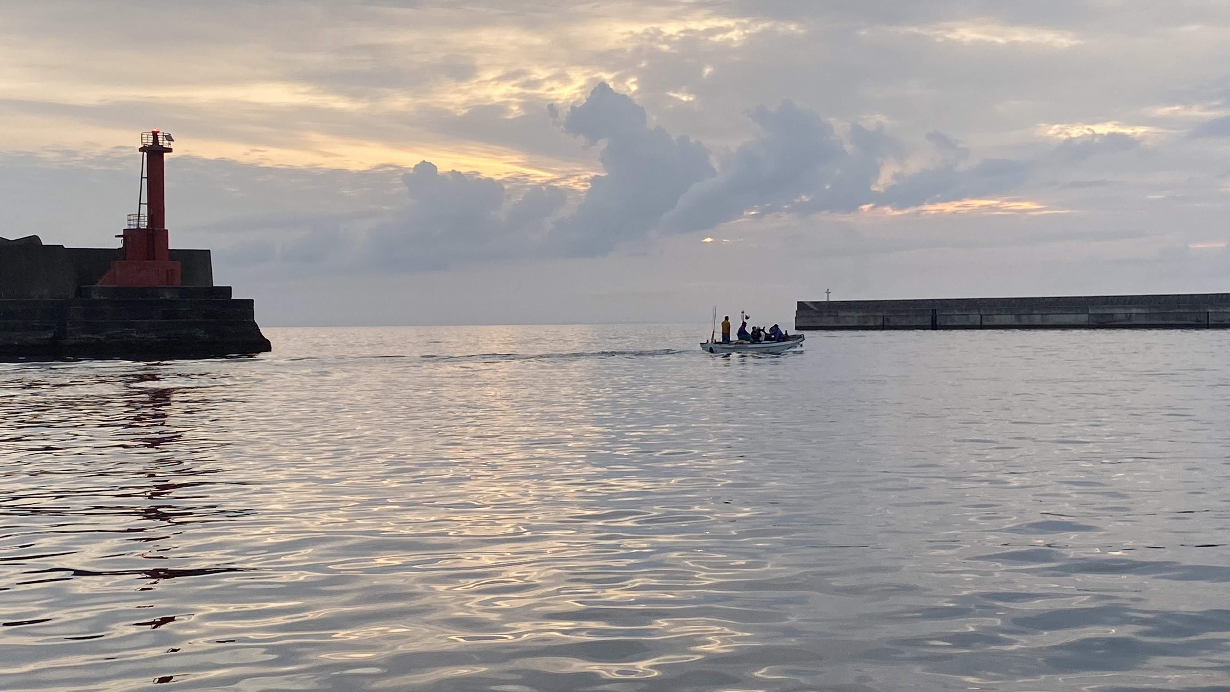 真鶴港からの出船
