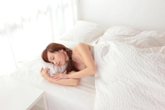 寝る場所の違いが、土足か裸足かの違いを生んだ?