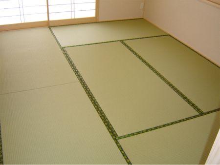 畳の上で寝るのは、日本古来からの風習。