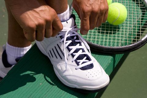 大人は「テニスシューズ」と呼んだ?