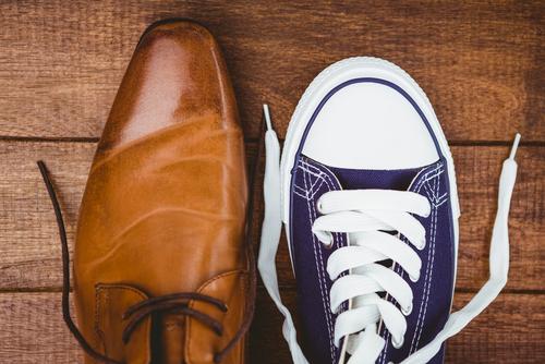 確かに歩くときは革靴に比べ明らかに無音ですよね