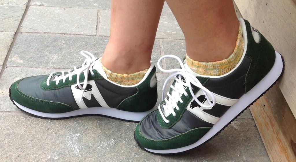 ゴム底の運動靴こそがスニーカー