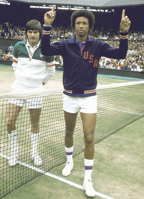 今も昔もウインブルドンは皆白いテニスシューズ