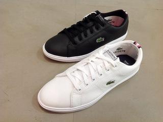 靴の底面にあるワニのロゴが特徴的!