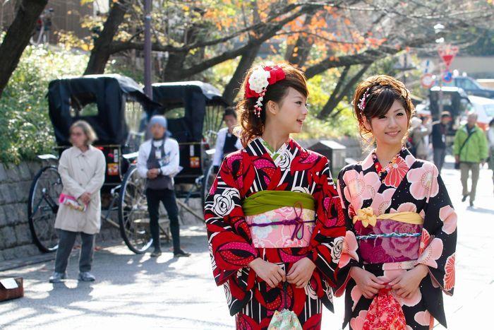 着物は胴長の日本人にあわせた衣装だとか