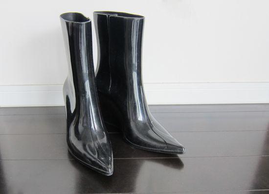 特殊なプラスチックを使用した靴が話題を呼んでいる!