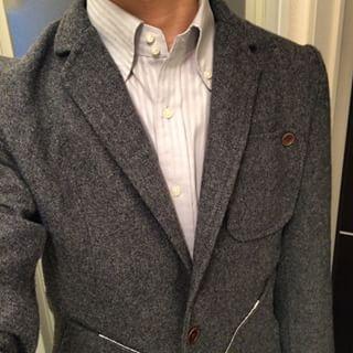 ジャケパンにシャツはカラフルでもOK!ネクタイはノーネクタイで
