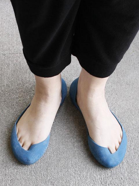 足の指までみえます