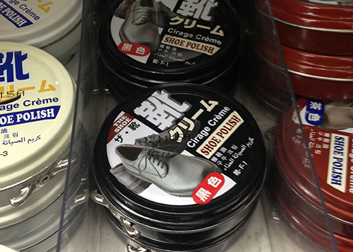 靴用クリームは無色、黒、茶色とあります