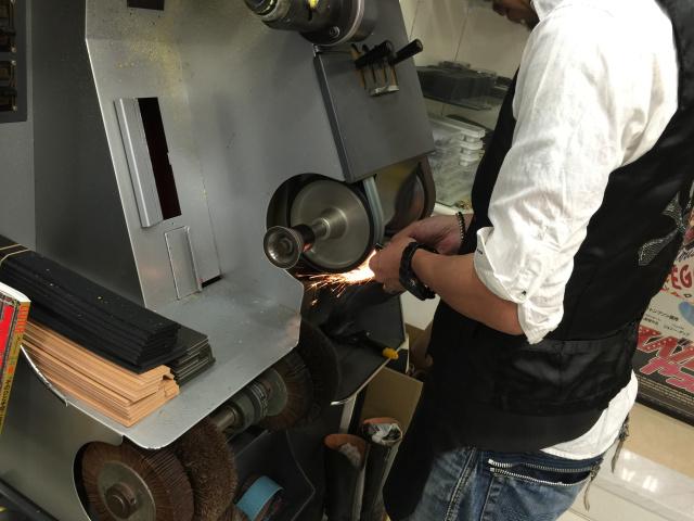 新橋駅で頼れる靴の修理店、3軒をご紹介!
