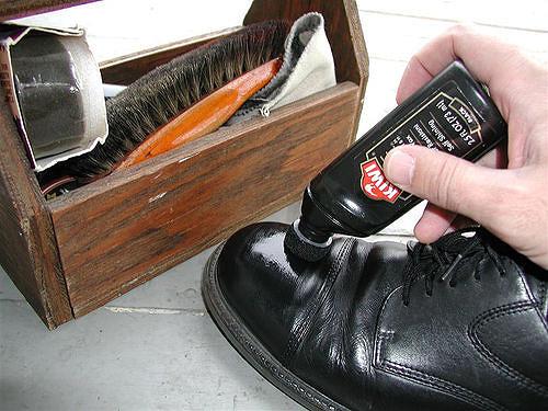靴の色を鮮やかにする