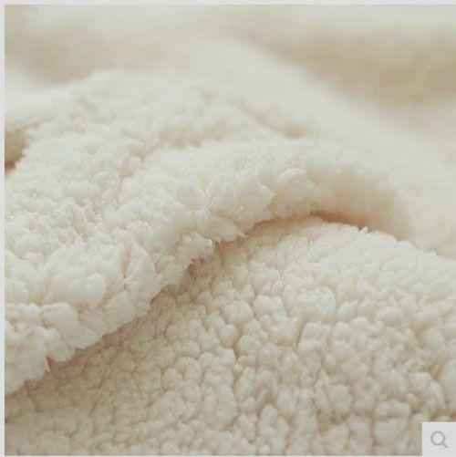 こだわりのシープスキンや天然ウールを使用
