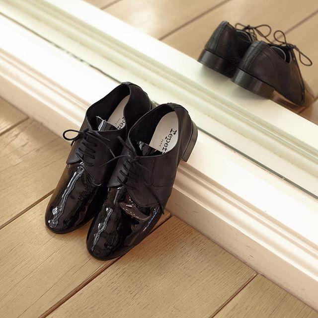 靴ひもが付いたレペットのタウンシューズ
