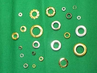色んな種類の金具パーツがあります。
