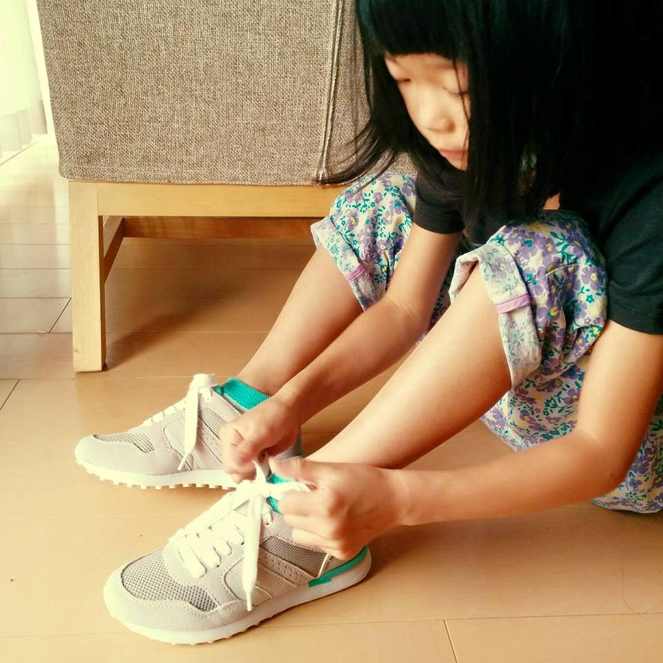 靴ひもの練習、始めましょう!